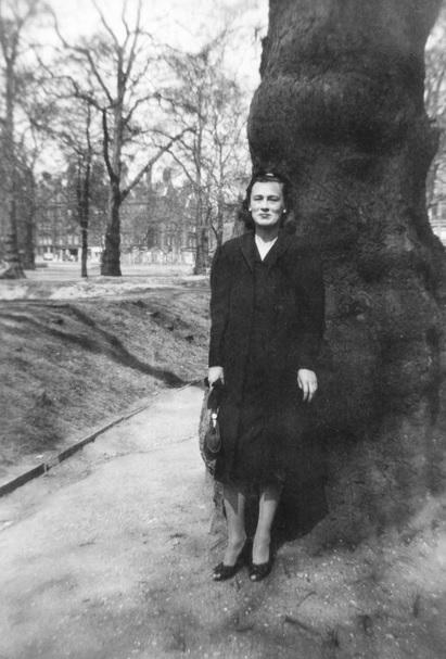Η Μπιούρελ στη Πλατεία Μπέρκλεϊ, Λονδίνο 29 Απριλίου 1944.